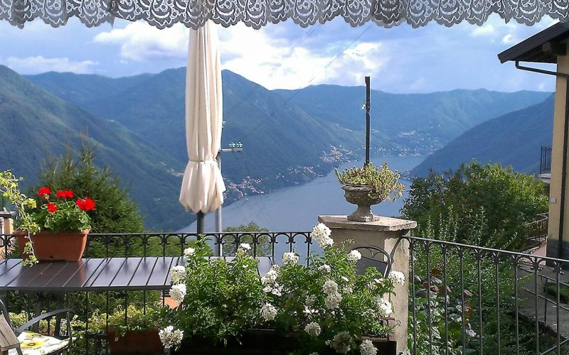 vista-finestra-sul-lago-balcone-bed-breakfast-como
